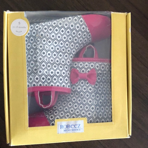 Robeez Rainboots with Bow Brand new!